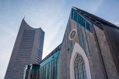 G för blåa himlar för skyskrapa för Highrise för Leipzig panoramatorn utomhus Royaltyfri Foto