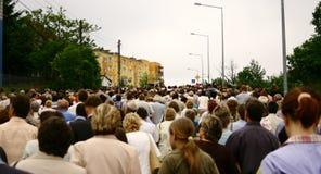 gå för folkmassa Royaltyfri Bild