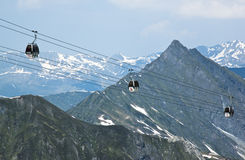 Gôndola do cabo aéreo à geleira de Hintertux, Austri imagens de stock