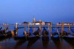 Gôndola e Chiesa di San Giorgio Maggiore, quadrado de San Marco mim Fotografia de Stock Royalty Free