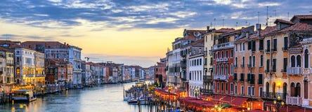Gôndola no por do sol em Veneza imagem de stock royalty free