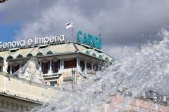 g?nova Muestra de publicidad de Banca Carige Piazza De Ferrari fotos de archivo