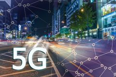 5G oder LTE-Darstellung Asiatische moderne Stadt auf dem Hintergrund Stockbild