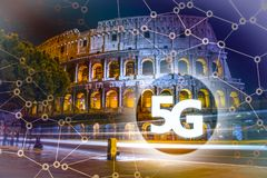 5G oder LTE-Darstellung Moderne Stadt Roms auf dem Hintergrund Stockfoto