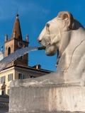 Lew i dzwonkowy wierza Obraz Royalty Free