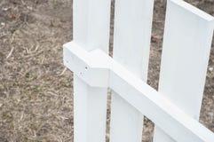 G?r ett propert staket med dina egna h?nder royaltyfria foton