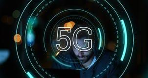5G som är skriftlig i mitt av futuristiska cirklar 4k stock illustrationer