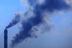 Gęsty dym od kominu Obrazy Royalty Free