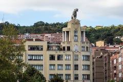 G? till och med Bilbao, Spanien Paseo de la Memoria royaltyfri bild
