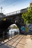 G? till och med gatorna av Berlin arkivbild