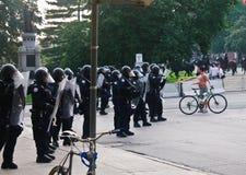 g20 g8 infront mężczyzna naga postać utrzymuje porządek protestacyjnego Toronto Zdjęcia Stock