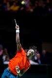 """Gaà """"l servizio dell'interno di tennis di Monfils Fotografie Stock Libere da Diritti"""