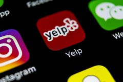 Gaña el icono del uso en el primer de la pantalla del iPhone X de Apple Icono del app del gañido gañido uso de COM Red social Med Fotografía de archivo