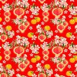 Gałąź śliwkowy okwitnięcie z czerwonymi papierowymi lampionami, wakacyjne mandarynek owoc chiński nowy deseniowy bezszwowy rok ak Fotografia Stock