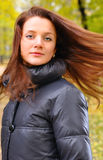 τρίχωμα η όμορφη τινάζοντας &ga Στοκ εικόνες με δικαίωμα ελεύθερης χρήσης