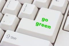 Ga groene knoop op toetsenbordachtergrond royalty-vrije stock foto