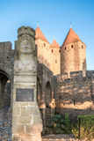 Ga Hulp dichtbij Narbonnaise-Poort in Carcassonne in Stock Foto