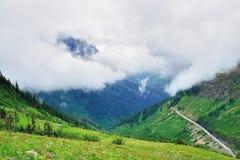 Gaand naar de zonweg in gletsjer nationaal park, Montana royalty-vrije stock afbeelding