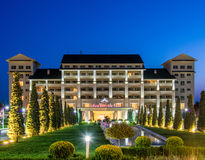 Gabala - 2014年5月18日:Qafqaz 5月18日的河沿旅馆在Gabal 库存图片