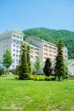 Gabala - MAJ 18, 2014: Qafqaz flodstrandhotell på Maj 18 i Gabal Fotografering för Bildbyråer