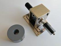 Gabarito da calibração de BCI para o teste da compatibilidade eletrónica isolado no fundo branco foto de stock