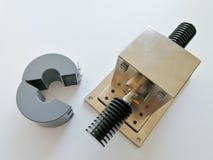 Gabarito da calibração de BCI para o teste da compatibilidade eletrónica isolado no fundo branco imagem de stock