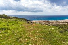Gabarits sur le bord de la mer Belle vallée par la mer Paysage marin en Chypre Ayia Napa image libre de droits