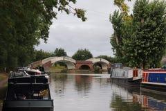 Gabarras y días de fiesta de la vida del canal en las maneras del agua fotografía de archivo libre de regalías