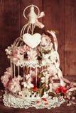 Gabbia per uccelli con cuore di legno Fotografia Stock Libera da Diritti