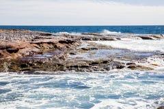 Gabbiani della costa dell'acqua di mare agitato dell'Australia Kalbarri Fotografia Stock Libera da Diritti