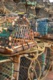Gabbie dell'aragosta sul porto Immagini Stock