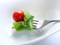 Gabel mit Salat Stockfotos