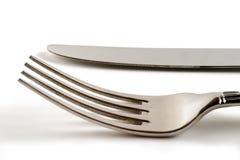 Gabel und Messer im Weiß Stockfotografie