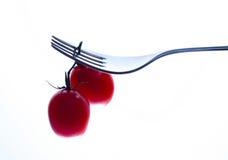 Gabel und rote Tomaten Stockfotografie