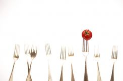 Gabeln u. Tomate Stockfotografie
