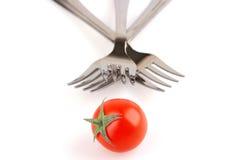 Gabeln und Tomate getrennt stockbild