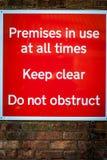 Gabelstapler, die Warnzeichen laufen lassen Stockbilder