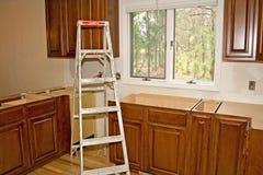 gabinetów domowego ulepszenia kuchnia przemodelowywa Obrazy Royalty Free
