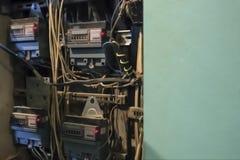 Gabinet z elektrycznych metrów kontuarami Przyjazd apartme zdjęcia stock