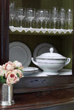 Gabinete com vidros e mais soupier Fotos de Stock