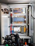 Gabinete de la fuente de alimentación con los fusibles y los controles Fotografía de archivo
