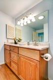 Gabinete de la vanidad del cuarto de baño Imágenes de archivo libres de regalías