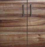 Gabinete de madera de la puerta del armario en cocina Fotos de archivo libres de regalías