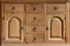 Gabinete de madera del vintage con los cajones y las puertas Imagen de archivo libre de regalías