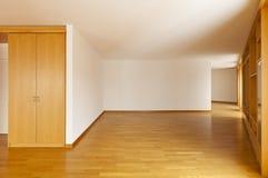 Gabinete de parede no quarto vazio fotografia de stock