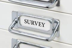 Gabinete del cajón con la encuesta sobre la etiqueta Imagenes de archivo