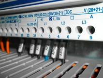 Gabinete eléctrico con las conexiones de los alambres Imagen de archivo libre de regalías