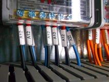 Gabinete eléctrico con las conexiones de los alambres Imágenes de archivo libres de regalías