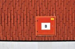Gabinete externo para una manguera de bomberos Imagenes de archivo