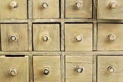 Gabinete primitivo da gaveta do apothecary foto de stock royalty free
